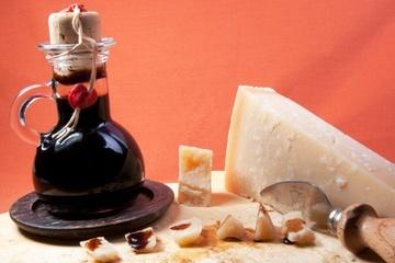 Aceto Balsamico und Parmesankäse