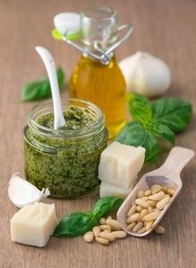 Pesto mit frischen Zutaten