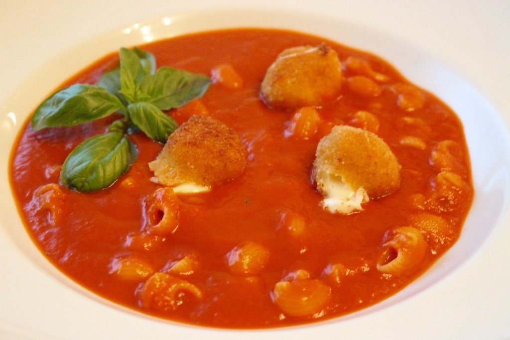 Tomatensuppe mit Pasta